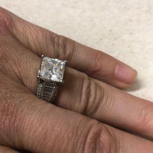 Jewelry - Dinner size 8